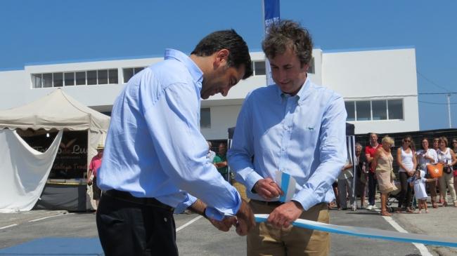 Corte protocolario de cinta na inauguración.