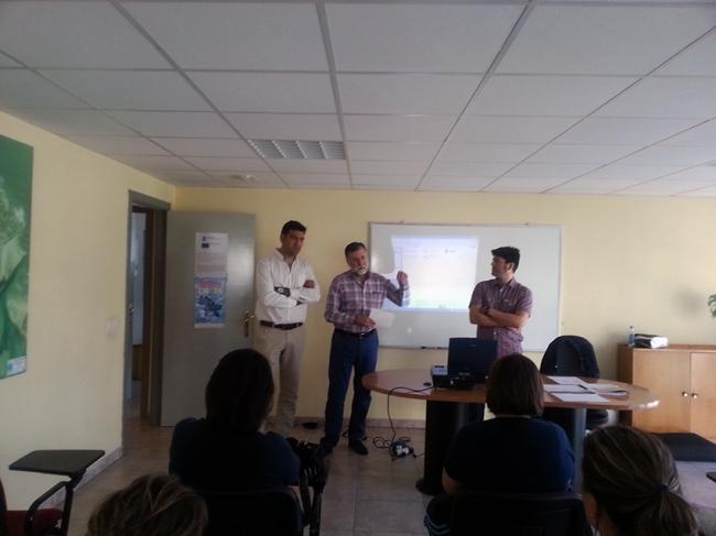 Na presentación participaron o alcalde focense, Javier Jorge Castiñeira, e o coordinador da Consellería do Mar nesta zona, Pablo Fernández Asensio.
